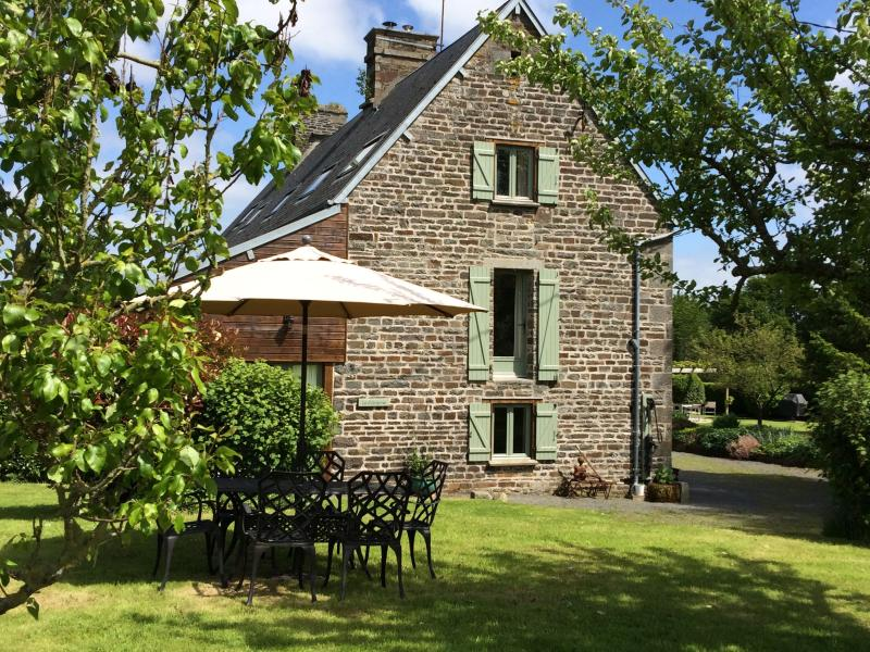 La Cidrerie luxury Gite with shared Pool and Games Room in rural Normandy, vacation rental in Villedieu-les-Poeles