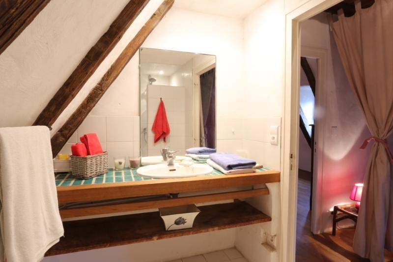 El cuarto de baño en el primer piso