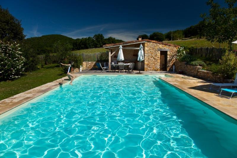 La piscina de 12 x 6 metros compartidas con su casa de la piscina