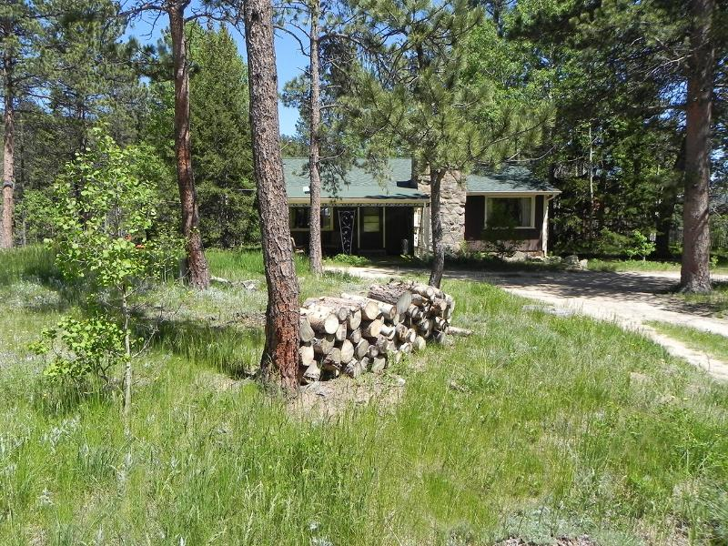 Whispering Pines A vintage mountain cabin in peaceful surroundings