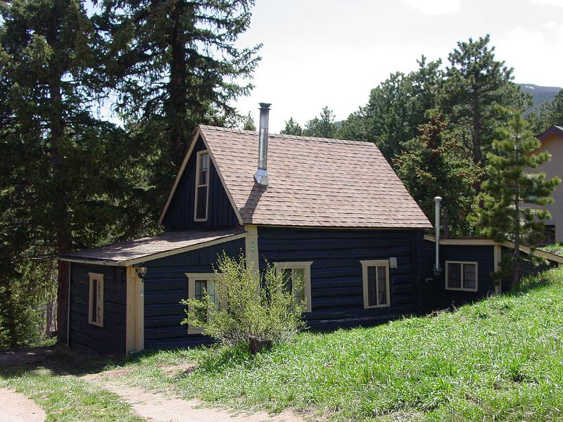 Blue Bark Cottage Charming cabin in 1909 and recently renovated