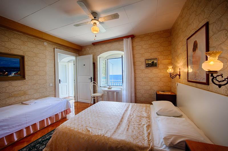 3 person bedroom with seaview by the balcony