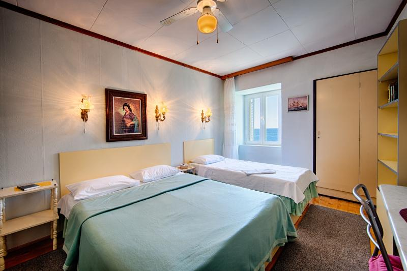 3 person bedroom with seaview