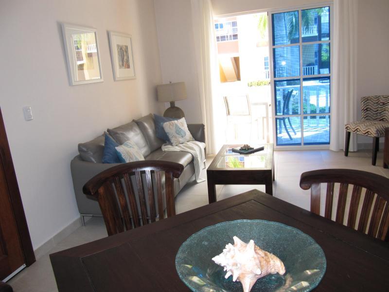 Comedor de planta abierta y sala de estar