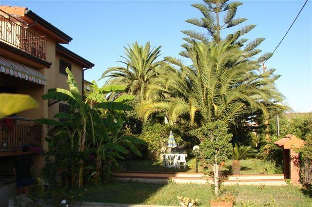 Domus Stocchino, situated at 1300 mtr from Is Orrosas Beach.
