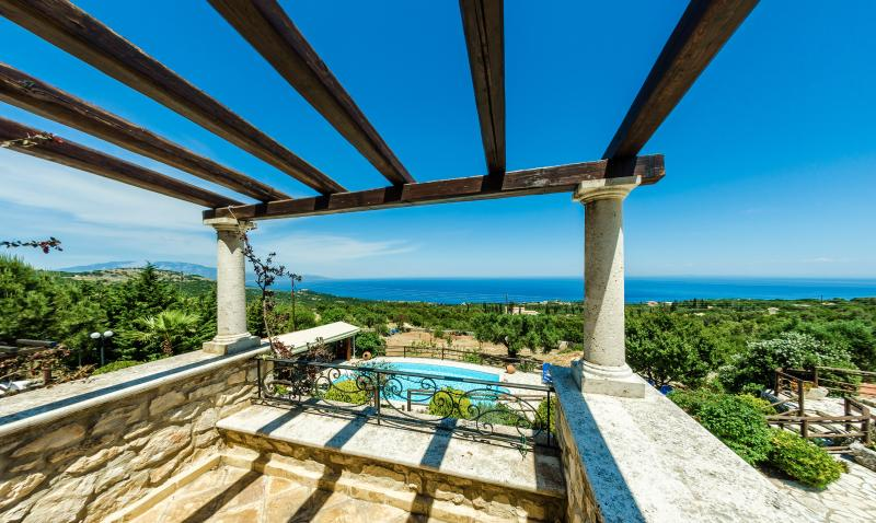 Luxury Apartment Rental in Skinaria, aluguéis de temporada em Skinaria