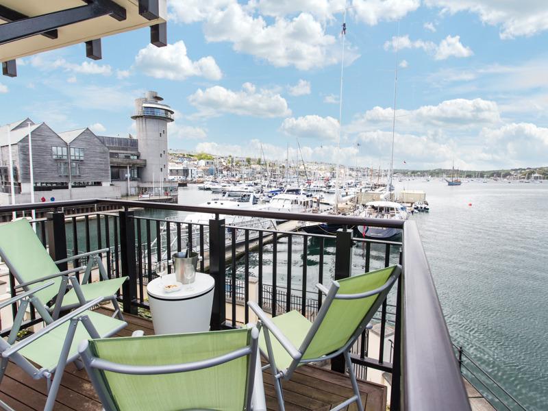 Die Wohnung hat eine der erstaunlichsten Aussicht über die Marina und den Hafen von jedem Zimmer