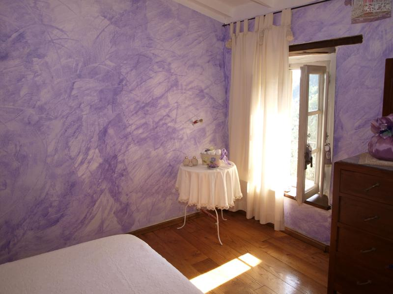 the fuxia bedroom