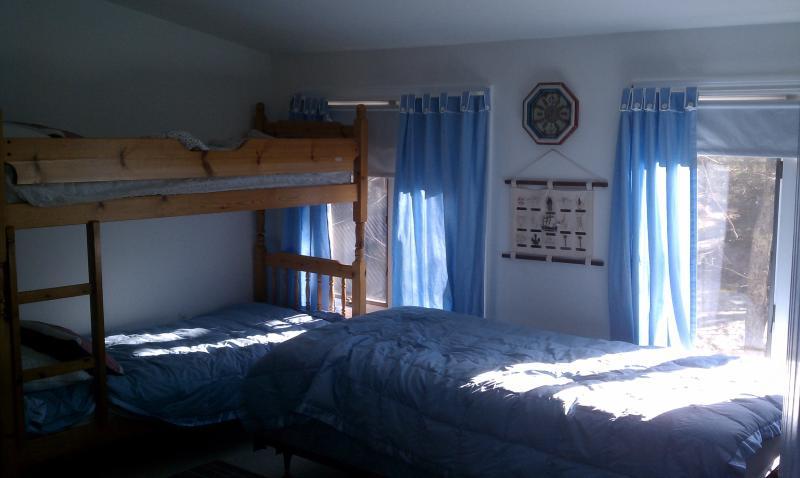 Bunk Room - 2 bunks and 1 single