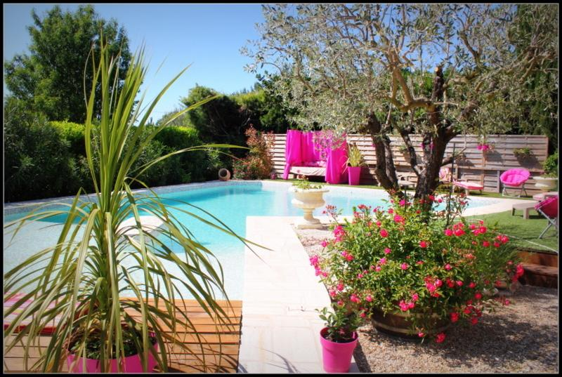 studio frente piscina