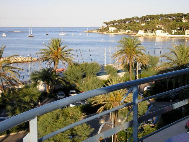 ENJOY SPECTACULAR VIEWS AND LOVELY BEACHES, location de vacances à Antibes
