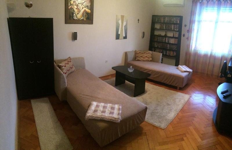Il s'agit de la première chambre à coucher avec deux canapés qui peut être facilement fait dans des lits...