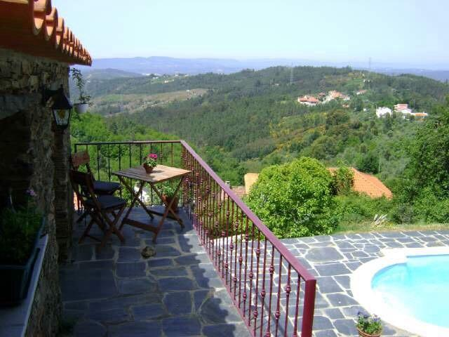 Bela Vista Alqueve, private swimming pool and slate stone house, holiday rental in Coimbra District