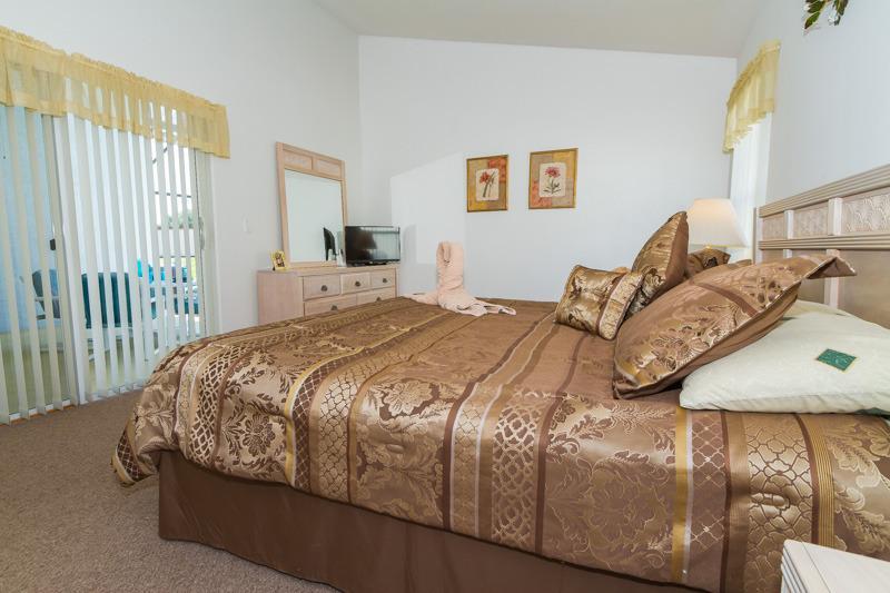 Master with super king bed, smart TV, en suite bathroom