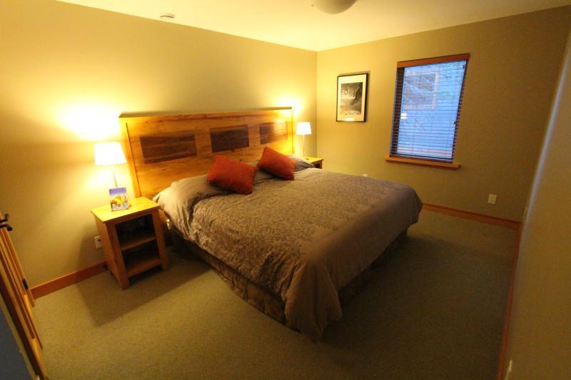 Bedroom 2 - split king or 2 singles XL