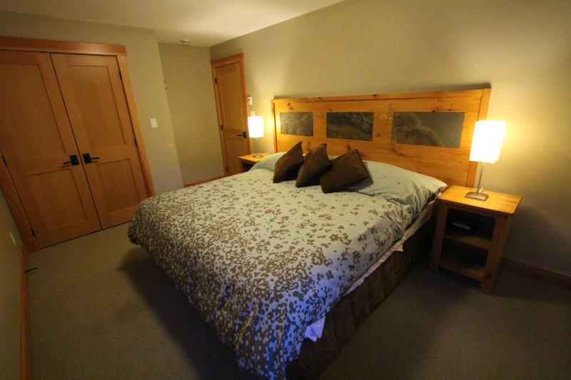 bedroom 3 - split king or 2 singles XL