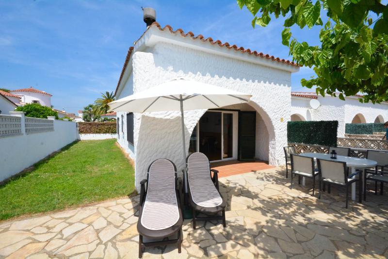 Montgrí I - Casa Ginesta, vacation rental in Empuriabrava