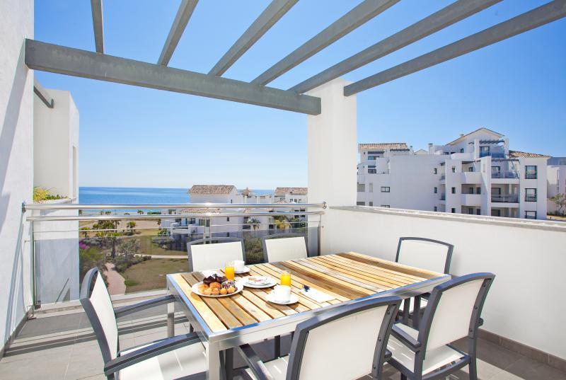 Stor terrass för en perfekt lunch eller middag