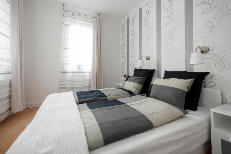 No2 de la chambre à coucher avec lit double variation