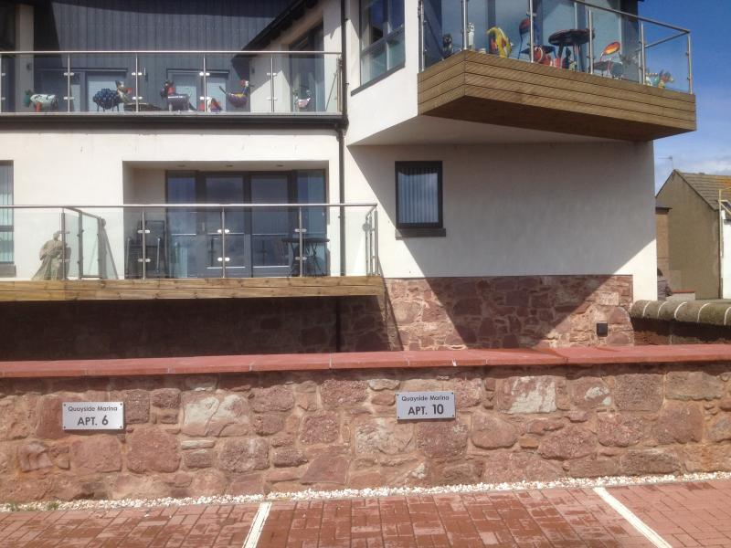 Arbroath luxury apartment overlooking the harbour, holiday rental in Carmyllie