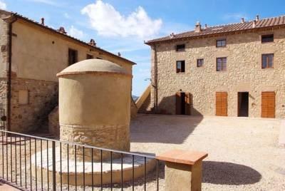 Apartment in restored farmhouse in Tuscany, holiday rental in Ponteginori