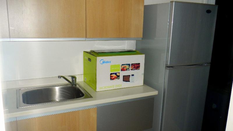 magnetron te opwarmen uw voedsel en een koelkast voor het houden van restjes