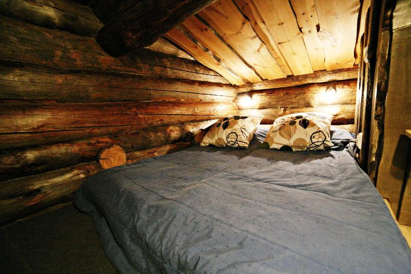 A small sleeping alcove above the cottage bedroom