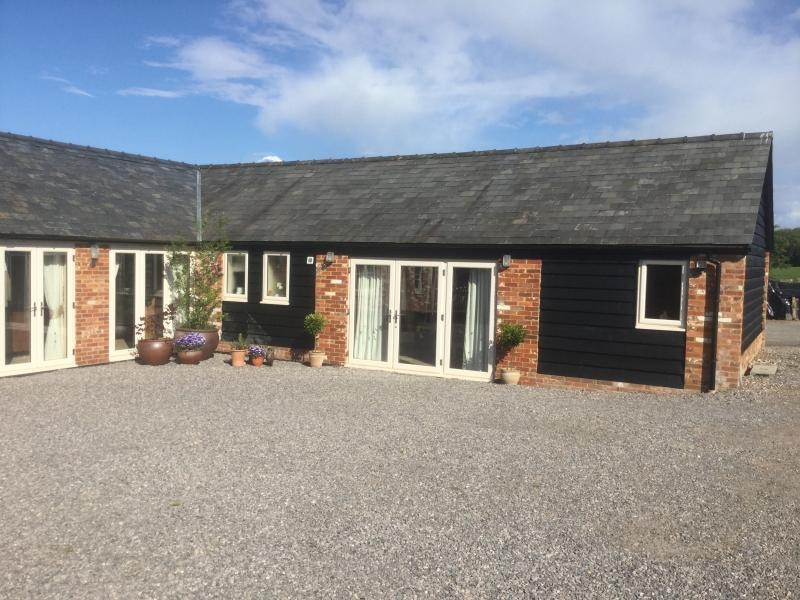 Curlews Farm LITTLE OWLS, holiday rental in Wellow