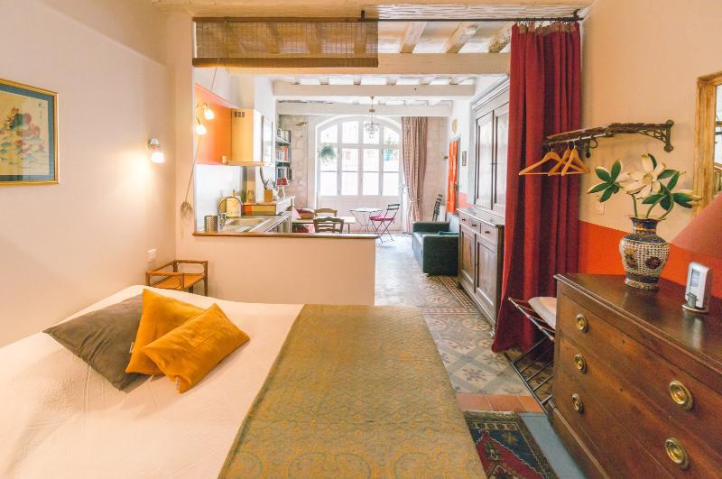 Studio de charme à 2 mn des Arènes, vacation rental in Arles
