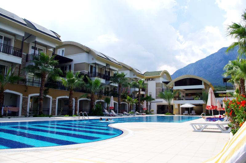Cozy flat for big family, 100 m to the sea – semesterbostad i Kemer
