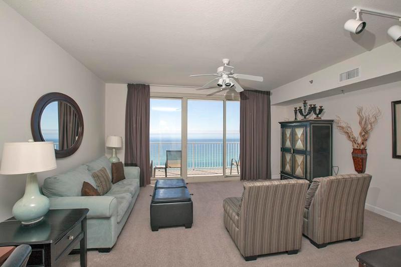 Living Area w/ Queen Sleeper Sofa & Gulf Views