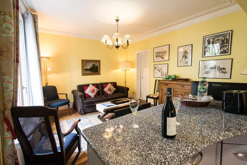 Caulaincourt Classique-one bedroom in Montmartre, holiday rental in Paris