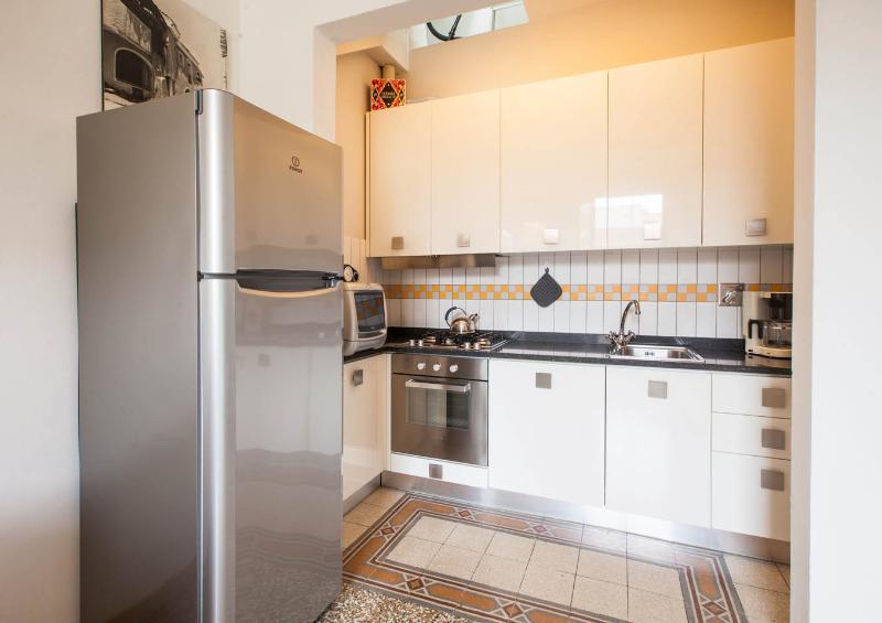 L'angolo cottura completamente attrezzato con tutto ciò che potrebbe essere necessario preparare una cena tipica italiana!