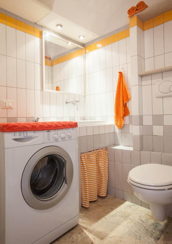 La camera di servizi igienici e lavanderia