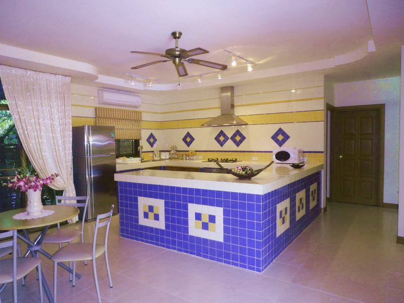 FULLY FITTED KITCHEN WITH ALL APPLIANCES
