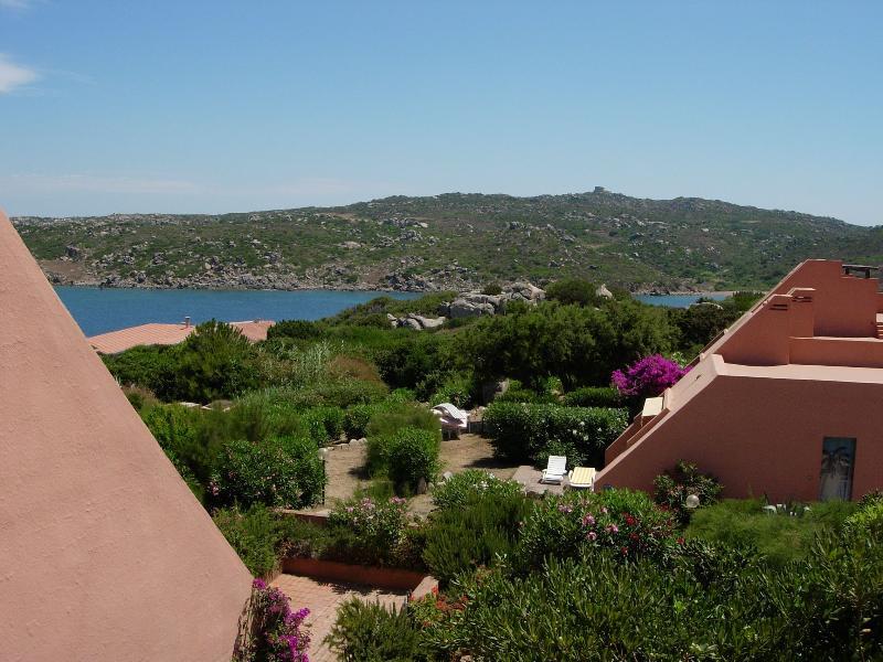villaggio costituito da casette a schiera sul mare, location de vacances à Sardaigne