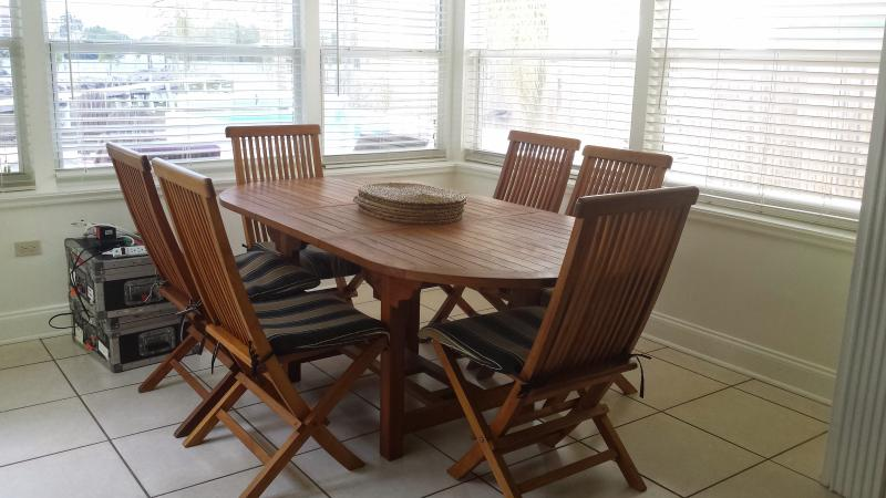 Dining area at 421