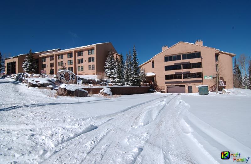 Koper Chase, zowel gebouwen, eerste sneeuw van het jaar. (Condo in de juiste bldg)