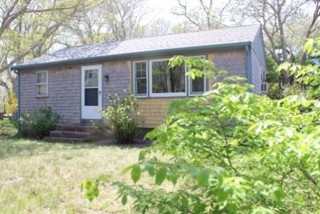 Higgins Road Cottage Close to Private Beach!, vacation rental in North Eastham