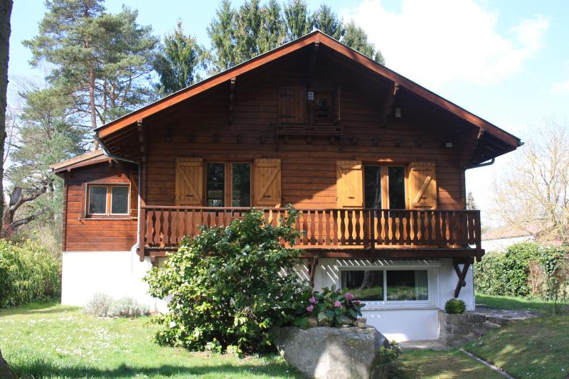 Alpine style chalet full of charm, one hour away from Paris, 10 minutes from Fontainebleau