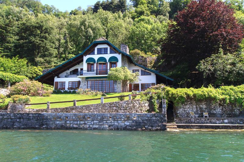 Waterfront villa Cinderella for a magical vacation in Ispra at Lake Maggiore Italy
