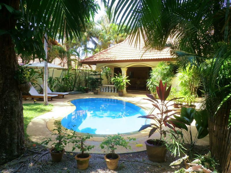 Calme piscine privée et jardin