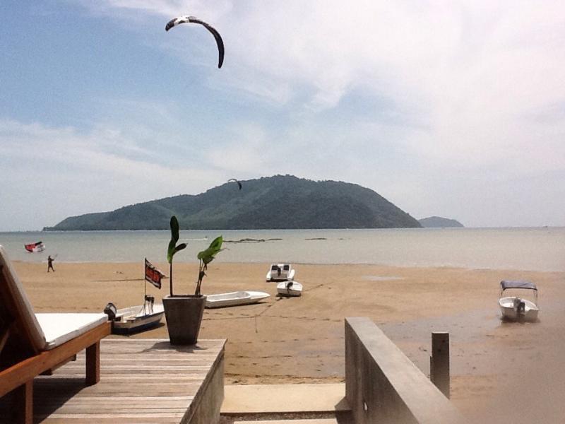 Impresionantes vistas al mar y las islas circundantes. Kite surf spot