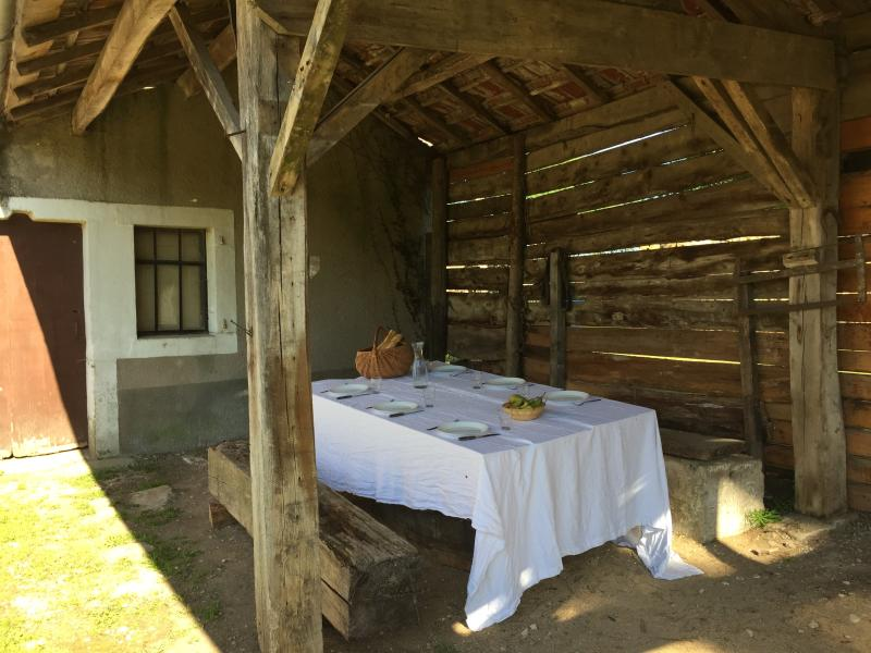 eat in the shade on the 'peasants' terrace'