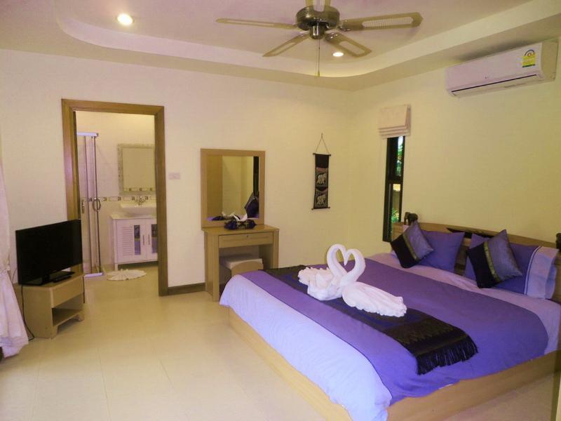 Spacious Master Bedroom with En-Suite Bathroom