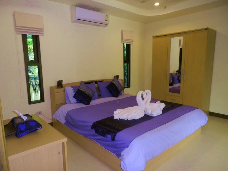 Master Bedroom with Kiingsize Bed
