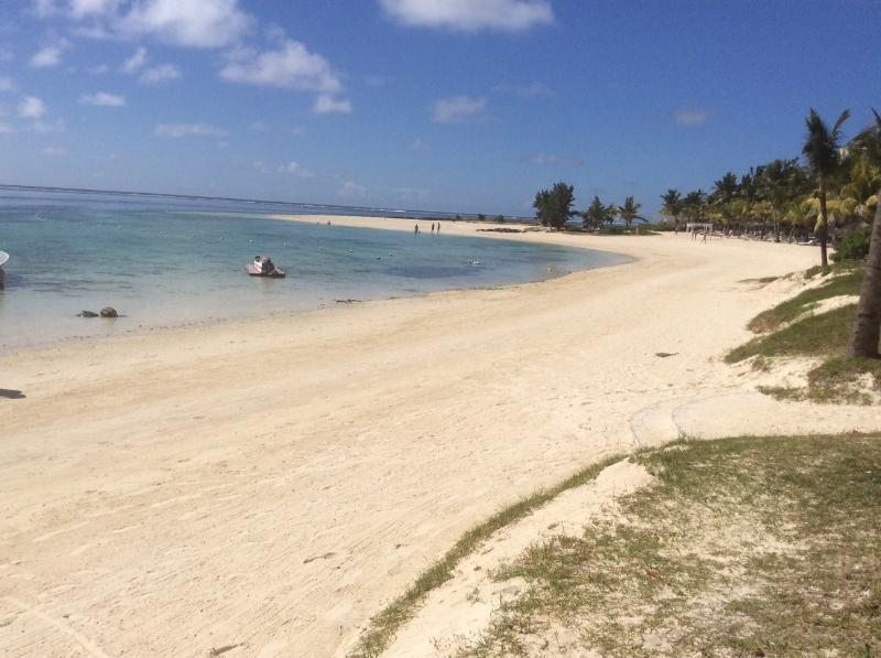 la passeggiata per la spiaggia bar o negozi