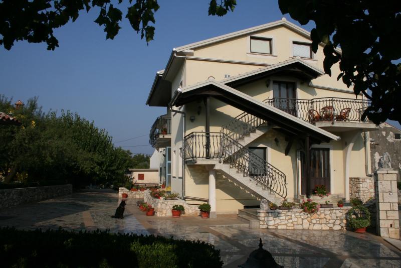Apartmani Milena, vacation rental in Brajkovici