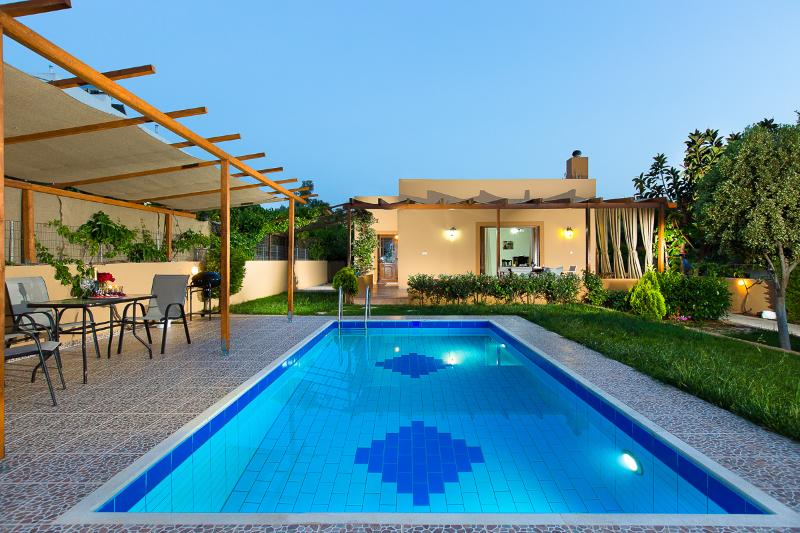 Enjoy this marvellous pool all day long!