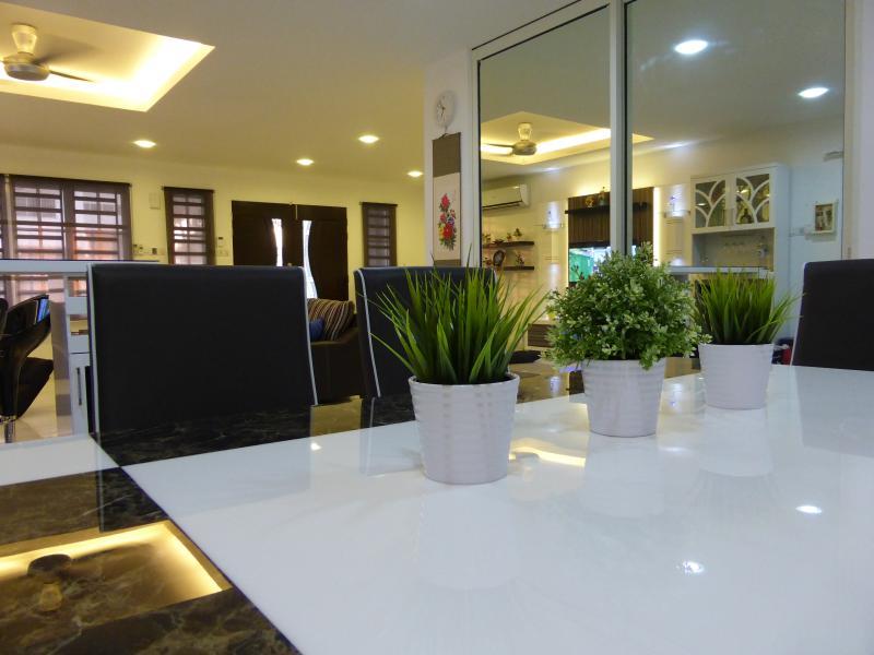 Melaka Homestay Cozy Semi-D 马六甲温馨民宿, vacation rental in Ayer Keroh